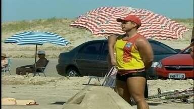 Salvamentos diminuem na praia do Cassino em Rio Grande, RS - Número de ocorrências é três vezes menor em comparação com o mesmo período do ano passado.