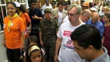 Ministro da Ciência, Tecnologia e Inovação para o ES participar do dia D contra a dengue - Soldados da marinha, do exército e da aeronáutica foram pras ruas ajudar no combate ao mosquito Aedes Aegypti.