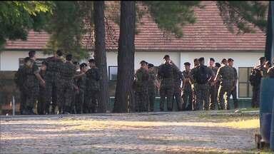 Exército faz mutirão contra o aedes aegypti em todo o país - Em Curitiba, eles visitaram o Parolin, um dos bairros com mais focos do mosquito