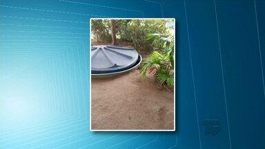 Telespectador denuncia caixa d'água aberta no terreno do Ciretran - Outras denúncias são relacionadas a acúmulo de lixo nas ruas. Moradores temem que se tornem criadouros do mosquito Aedes aegypti.