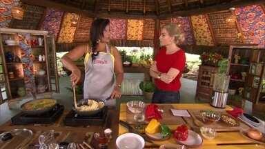 Solange Couto prepara Moqueca de Ovos com Camarões Secos - Confira a receita