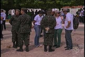 Exército e agentes de endemias percorreram neste sábado (13) bairros de Petrolina - A ação fez parte da campanha nacional de mobilização contra o mosquito, que acendeu um sinal de alerta em todo o país.