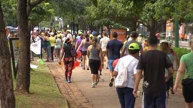 Centenas de pessoas participaram do primeiro dia do Projeto Caminhar 2016 - Muita gente foi à Praça da Liberdade para receber informações sobre hábitos saudáveis, prática correta de exercícios e para deixar a preguiça de lado.