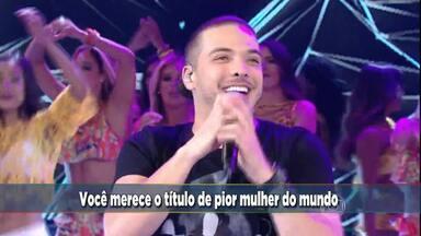 Wesley Safadão canta o sucesso 'Camarote' - Plateia fez coral com cantor