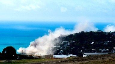 Terremoto de magnitude 5.7 na escala Richter atinge Nova Zelândia - Terremoto de magnitude 5.7 na escala Richter atinge a Ilha Sul, na Nova Zelândia. Foram registrados vários deslizamentos nas encostas das praias.
