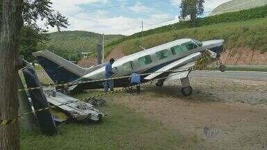 Avião que fez pouso forçado em Santa Isabel será retirado do local nesta quinta - Segundo a Agência Nacional de Aviação Civil (Anac), a aeronave estava com a documentação em ordem.