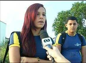 Estudantes da rede estadual em Araguaína ficam sem ir à escola por falta de transporte - Estudantes da rede estadual em Araguaína ficam sem ir à escola por falta de transporte