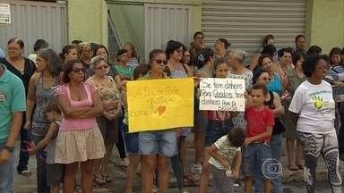 Moradores de Betim estão preocupados com possibilidade de fechamento de posto de saúde - Uma unidade básica de saúde foi fechada na semana passada. E em outra unidade, a farmácia popular está fechada desde o início do mês. A prefeitura informou que enfrenta uma diminuição na arrecadação.