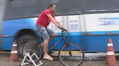Motoristas de empresa de transporte vivenciam as dificuldades enfrentadas por ciclistas - Motoristas de empresa de transporte vivenciam as dificuldades enfrentadas por ciclistas no trânsito da capital