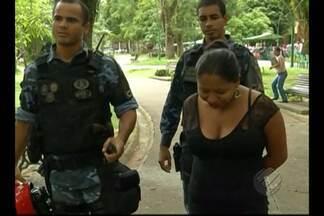Mulher é presa ao tentar assaltar pais de alunos de um colégio particular em Belém - Segundo a Guarda Municipal, ela usava uma arma de brinquedo.