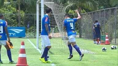 Cruzeiro volta aos treinos após folga de dois dias à espera de Mayke - Lateral Mayke pode voltar a treinar com os companheiros e ficar à disposição para o clássico com o América-MG no domingo