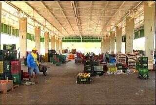 Central de Abastecimento do Cariri recebe milhares de consumidores em Barbalha - Confira a reportagem de Monike Feitosa e a entrevista no estúdio do CETV.