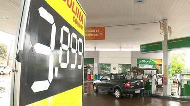 Preço do combustível sobe mais uma vez - O litro da gasolina passou de R$3,79 para R$3,89.