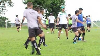 Novo técnico do Maringá comandou o primeiro treino - Rogério Perrô garante que tem um bom grupo de jogadores, confia na classificação e espera vencer o Cascavel nesta quarta-feira à noite.