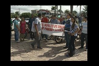 Em Castanhal, moradores realizaram um protesto em frente ao prédio da Câmara Municipal - Comunidade do bairro Nova Estrela cobraram asfaltamento das ruas e saneamento básico.