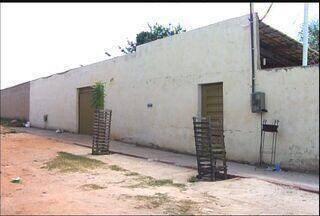 Bandidos invadem casa e deixam uma pessoa morta em tiroteio - Homens fugiram.