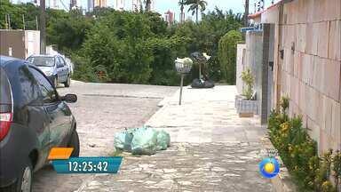 Lixo acumulado nos bairros de João Pessoa - Em alguns bairros o caminhão da coleta não passa há 15 dias.