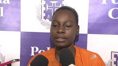 Presa, jovem que matou amiga por causa de R$ 15 fala sobre o crime - Ela se apresentou à polícia nesta segunda-feira (29) e foi presa. A jovem disse que não tinha a intenção de matar a adolescente.