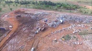 Catadores são proibidos de entrar no lixão de Campo Grande - Trabalhadores não concordam com decisão da Justiça.