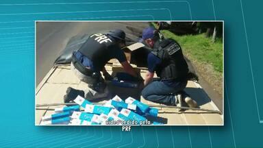 Polícia Rodoviária Federal faz apreensão de grande quantidade de cigarro contrabandeado - A mercadoria estava em três caminhões.