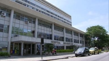 Médicos fazem cirurgia com água caindo do teto em centro cirúrgico no Hospital do Fundão - Empresa Brasileira de Serviços Hospitalares diz que repassou R$ 7,5 milhões para a unidade em 2015, 60% a mais que valor do ano anterior