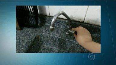 Moradores reclamam de torneiras secas em várias regiões de São Paulo - O SPTV recebeu vídeos que mostram a falta de água em Osasco, em Mauá e em Guarulhos, além das zonas Sul e Leste da capital.