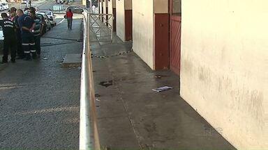 Homem é encontrado morto no Centro de Ponta Grossa - Ainda não se sabe a causa da morte do rapaz tinha 37 anos