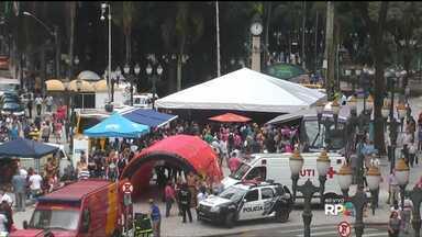 Dia da Mulher tem dicas de emprego e de beleza - Estandes montados na Boca Maldita e na Praça Rui Barbosa fazem parte das comemorações do Dia Internacional da Mulher.