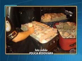 Polícia apreende mais de Bs 11 milhões bolívares venezuelanos - Dinheiro convertido na moeda brasileira somam mais de R$ 6 milhões.