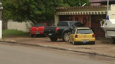 Prefeitura e PRF notifica moradores e comerciantes sobre ocupação de calçadas na BR-163 - Ação foi realizada nesta terça-feira em Santarém.