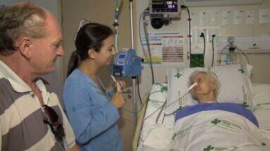 É o cara: enfermeira aprende pomerano para se comunicar com pacientes - Neta de pomeranos, ela fez uma pequena lista de palavras e traduções e espalhou para os colegas do hospital para atender os pacientes.