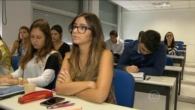 Jovens contam como enfrentam a crise no mercado de trabalho - O Jornal Hoje fala de uma geração de brasileiros que nasceu num país com estabilidade econômica e que enfrenta pela primeira vez uma crise no mercado de trabalho.