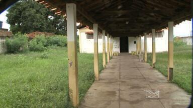 Pais e alunos estão revoltados com o atraso no calendário em uma escola de São Luís - A escola foi reformada, mas ainda está sem condições de funcionar.