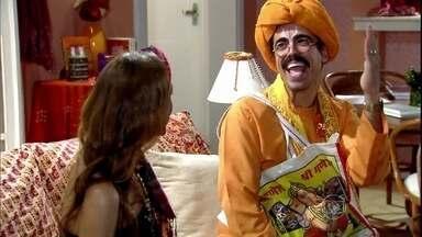 Radesh volta para o Brasil e vai à casa de Daisy - Berê questiona sobre dinheiro para abrir sociedade com a amiga