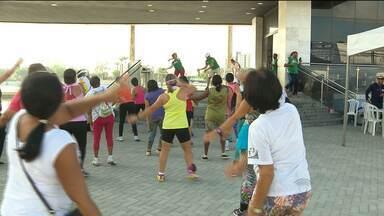 PMCG realizou caminhada para as mulheres - Foram oferecidos serviços de saúde e prática de atividade.