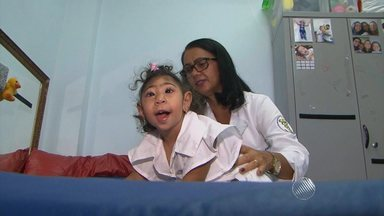 Cresce número de cidades com registro de casos de microcefalia - Uma delas é Feira de Santana, que tem recebido pacientes de outros municípios em busca de tratamento. No estúdio, um médico esclarece dúvidas sobre a doença.