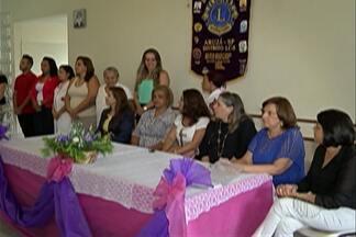 Dia Internacional da Mulher ganha programação especial - Mulheres ganham cuidados especiais e aprovam gesto.