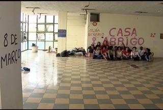 Dia Internacional da Mulher é marcado po protestos em Mariana e Belo Horizonte - Em BH, mulheres ocuparam prédio público pedido que seja feito um abrigo.
