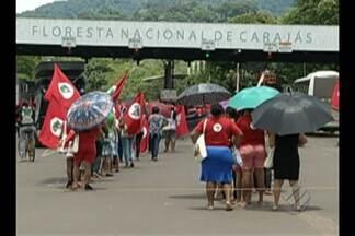 Protesto de mulheres em Parauapebas termina em confronto com a PM - PM usou bombas de efeito moral e balas de borracha para dispersar uma manifestação de mulheres ligadas ao MST.