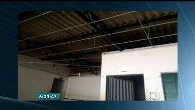Estudantes reclamam da falta de estrutura de escola estadual, em Rio Verde, Goiás - O colégio funciona num prédio alugado. A sede da unidade entrou em reforma, mas a obra não prosseguiu.
