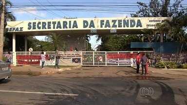 Integrantes de movimentos populares invadem Secretaria da Fazenda, em Goiânia - Eles pedem agilidade no processo de reforma agrária e distribuição de terras públicas em Goiás.