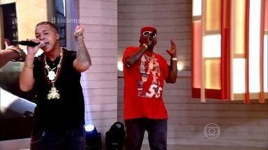 Mr. Catra e MC Alandim cantam 'Fé em Deus' - Alandim escreveu a música e gravou na companhia do pai, Catra
