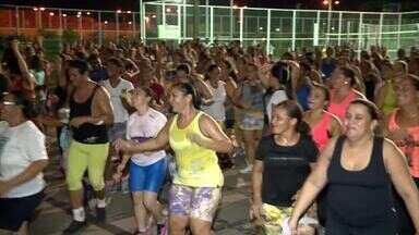 Mulheres mudam de hábito e após dia corrido praticam aulas de dança no Parentão - Mulheres mudam de hábito e após dia corrido praticam aulas de dança no Parentão