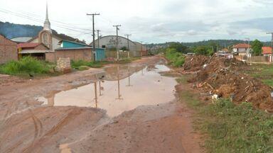 Após chuvas, ruas ficam alagadas e causam transtornos no bairro N. República - Ruas sem drenagem e pavimentação causam uma série de problemas para quem mora no bairro.