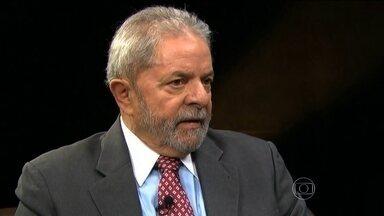 Justiça divulga depoimento de Lula à PF em aeroporto de SP - A Justiça Federal divulgou, na segunda-feira (14), o conteúdo do depoimento que o ex-presidente Lula prestou à Polícia Federal no dia 4 de março. Lula tentou afastar todas as suspeitas.