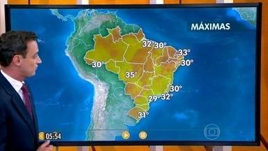 Confira a previsão do tempo para esta terça-feira (15) em todo o país - Nuvens carregadas devem provocar fortes pancadas de chuva, principalmente à tarde, em áreas de São Paulo, do centro-sul de Minas Gerais e do Rio de Janeiro.