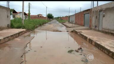 Moradores dos bairros HBB e Torquato Neto sofrem sem saneamento básico - Moradores dos bairros HBB e Torquato Neto sofrem sem saneamento básico