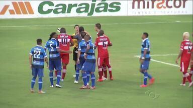 Confira lances curiosos do clássico CSA x CRB - Partida no último domingo terminou com a vitória do time azulino por 4 a 1.