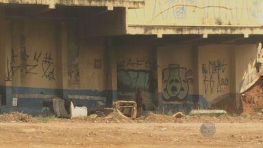 Terreno da antiga rodoviária de Campinas começa a ser limpo - A EPTV, afiliada da TV Globo, esteve no local e mostrou o abandono do terreno, que tinha lixo e mato alto. Uma semana após a visita, veja como esta a área.
