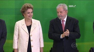 Enxurrada de ações contra posse de Lula chega ao STF - Apesar da posse de Lula, a nomeação está temporariamente suspensa pela Justiça. Uma liminar foi derrubada ainda na quinta-feira (17), mas outra, concedida no Rio, está valendo.